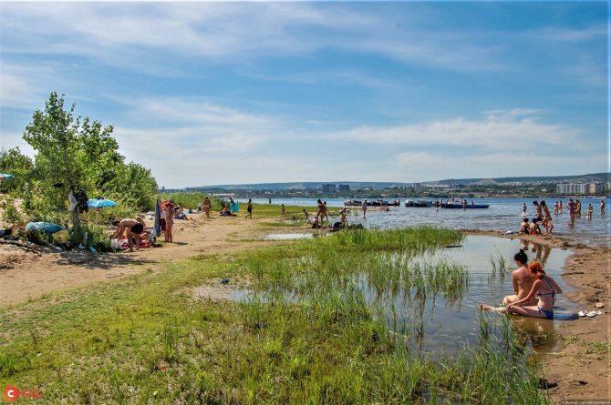 Пляж на Казачьем острове в Саратове